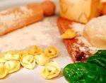 Тесто на пельмени рецепт классический на воде – Тесто на пельмени на воде: рецепт классического приготовления ( Тесто для пельменей на воде: рецепт классический)