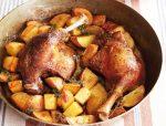 Утка с картошкой запеченная – Утка в духовке с картошкой. Утка, фаршированная картошкой, в духовке: рецепт :: SYL.ru