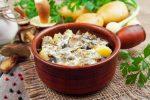 Салат из сухих грибов и курицы – Салат из сухих грибов по одному из рецептов станет можно подавать и к праздничному столу