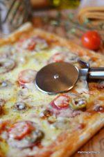 Время приготовления слоеного теста в духовке – Есть готовое слоеное тесто, хочу сделать пиццу. Как, сколько и при какой температуре нужно выпекать?