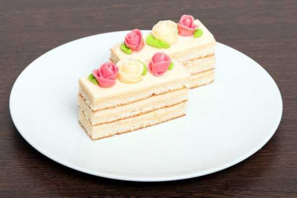 пирожное из бисквита с кремом